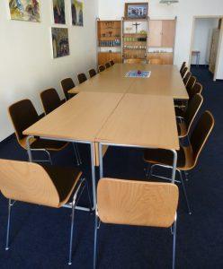 Gemeindeverein sponserte Stühle in Justinus-Kerner-Str.